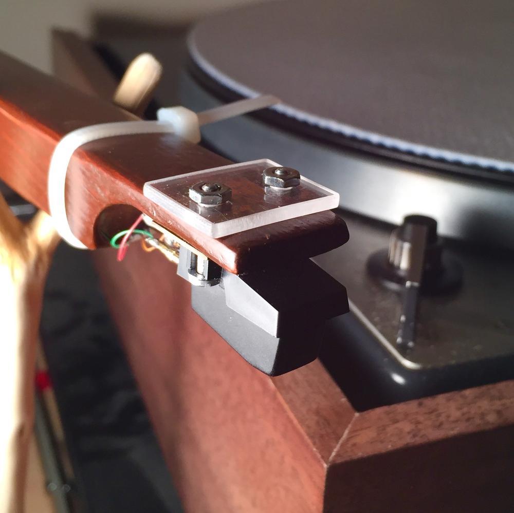 photo of tonearm and cartridge